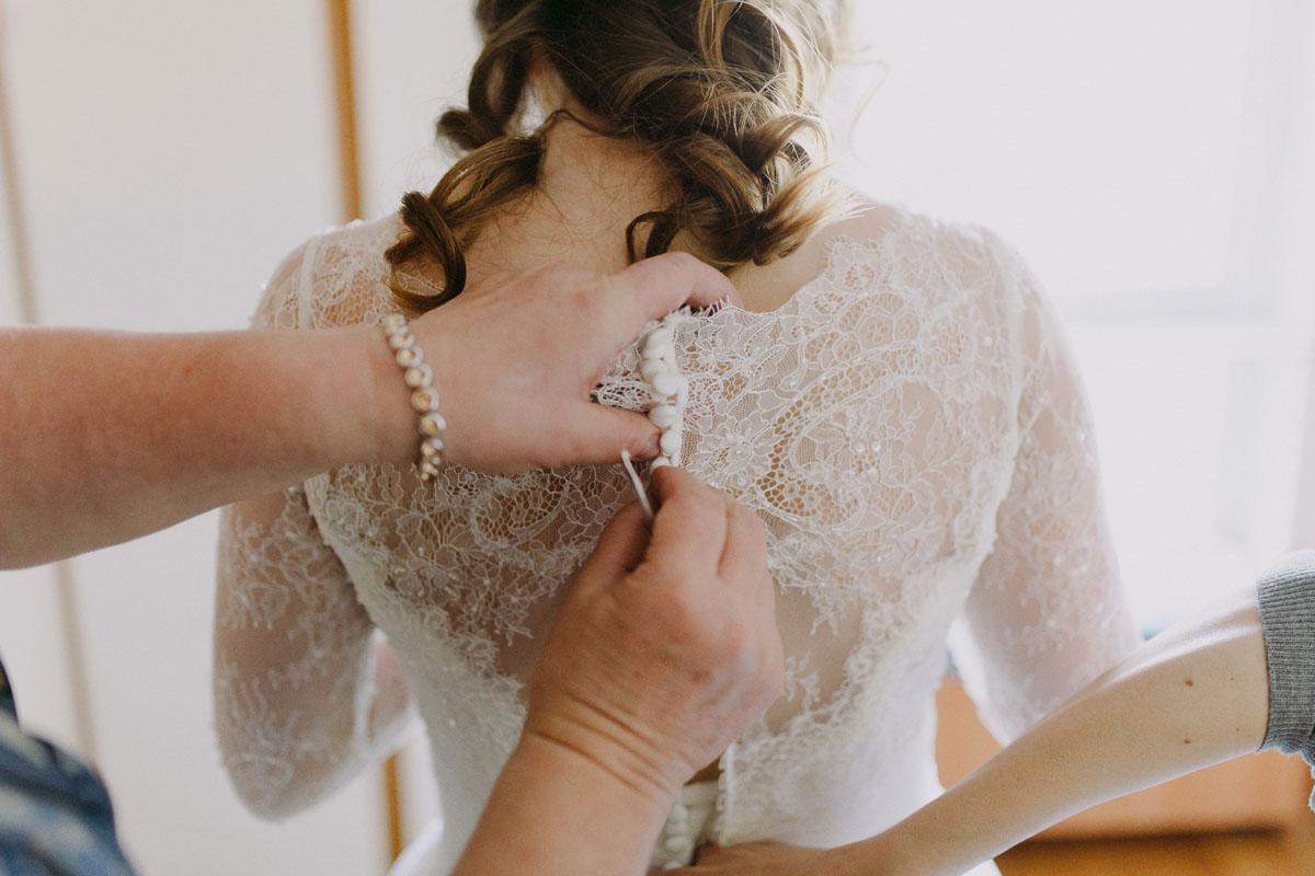 abito da sposa con maniche in pizzo