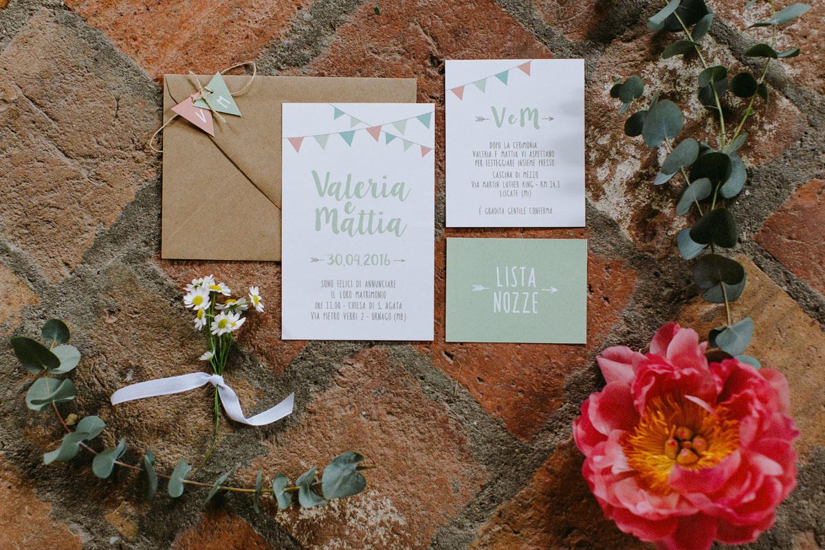 partecipazioni matrimonio con bandierine dai colori pastello