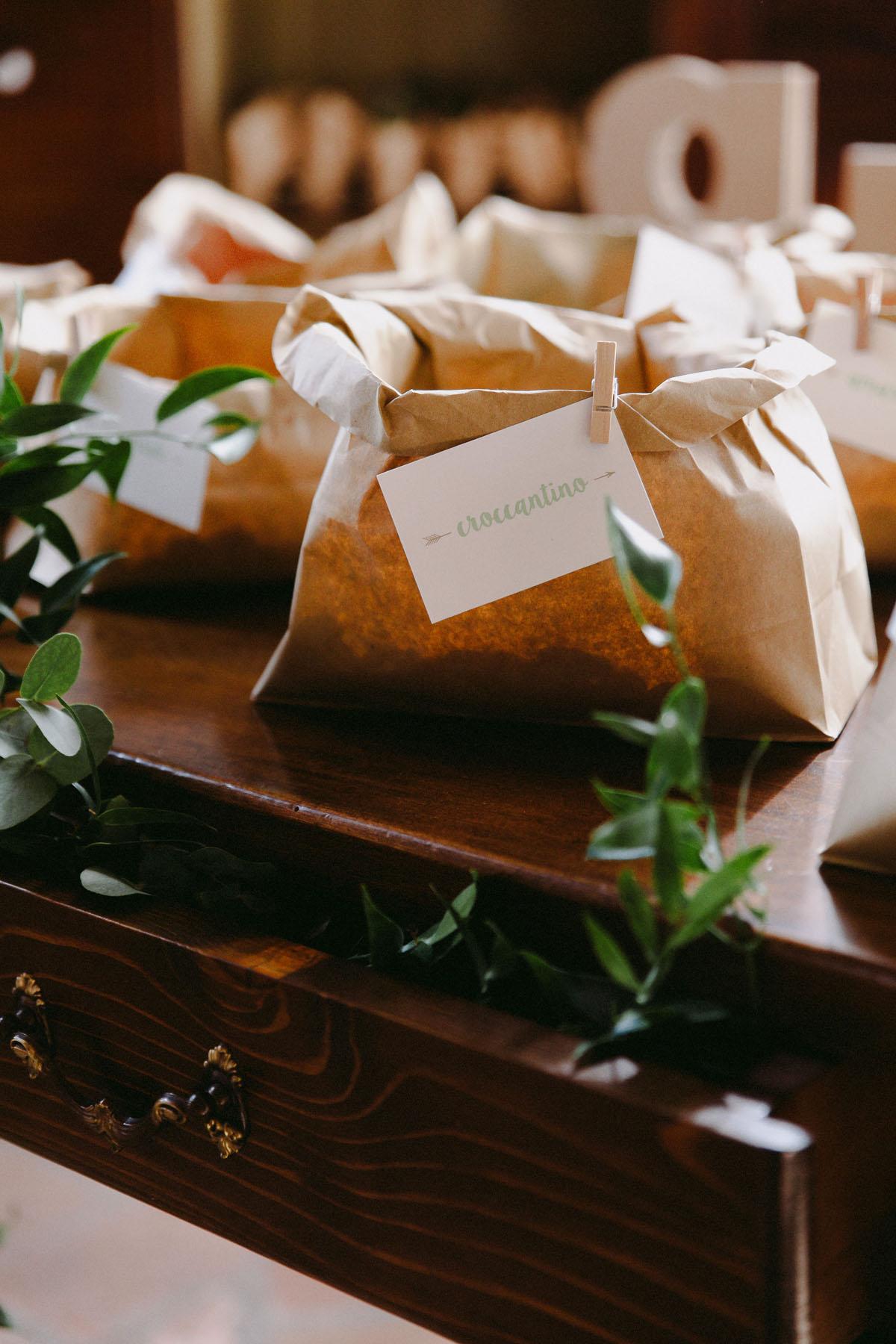 confettata con sacchetti in carta kraft