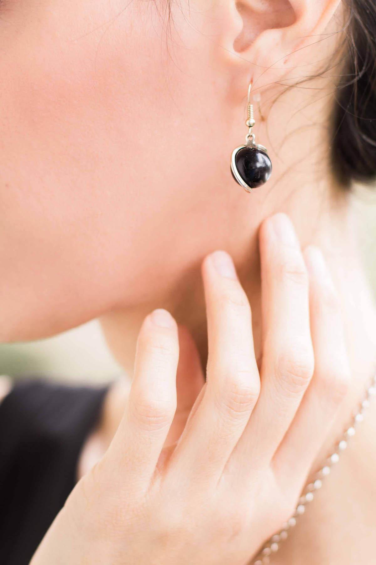 orecchino con perla nera