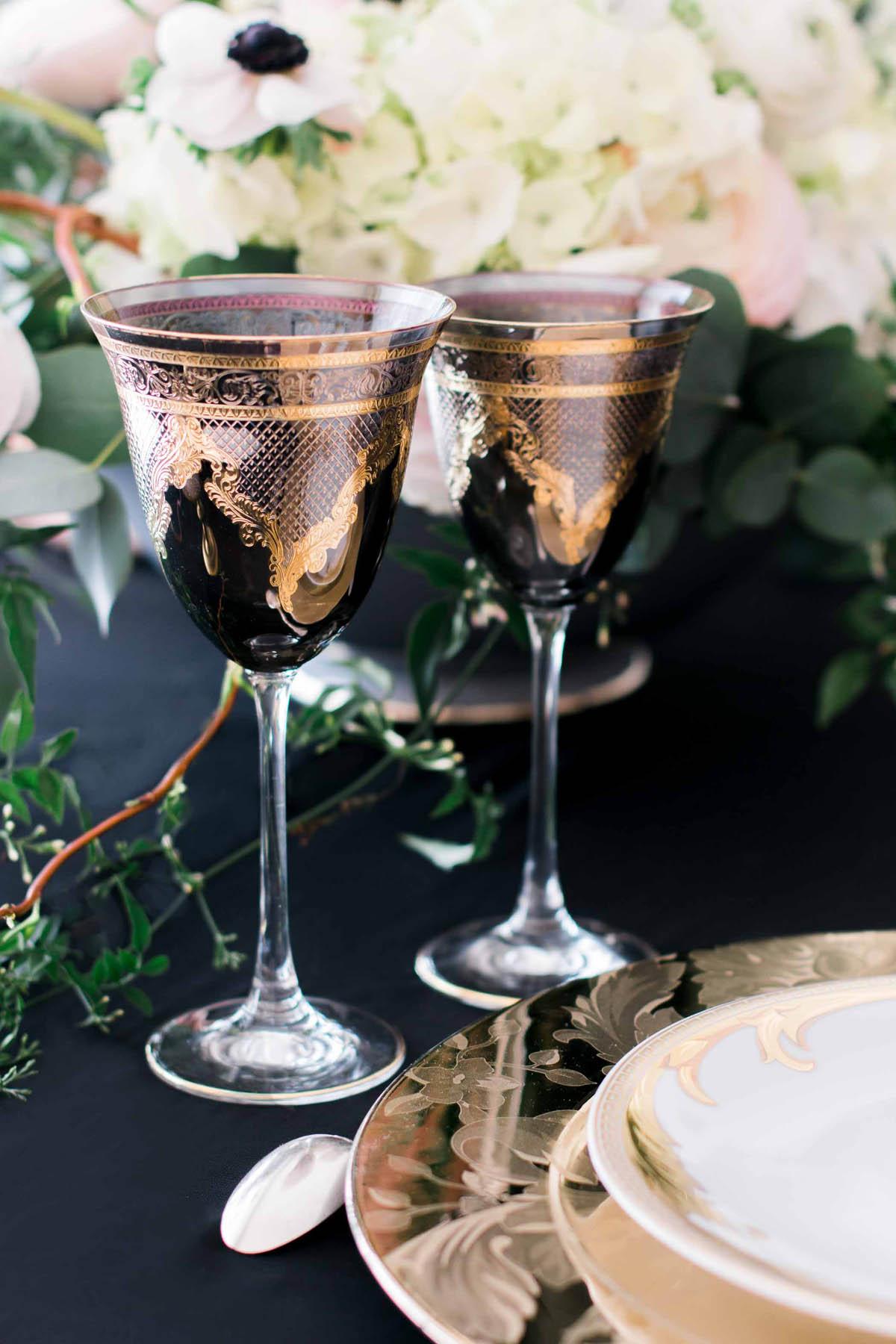 bicchieri in nero e oro