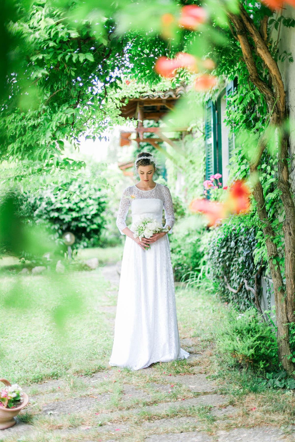 abito da sposa con maniche lunghe in pizzo