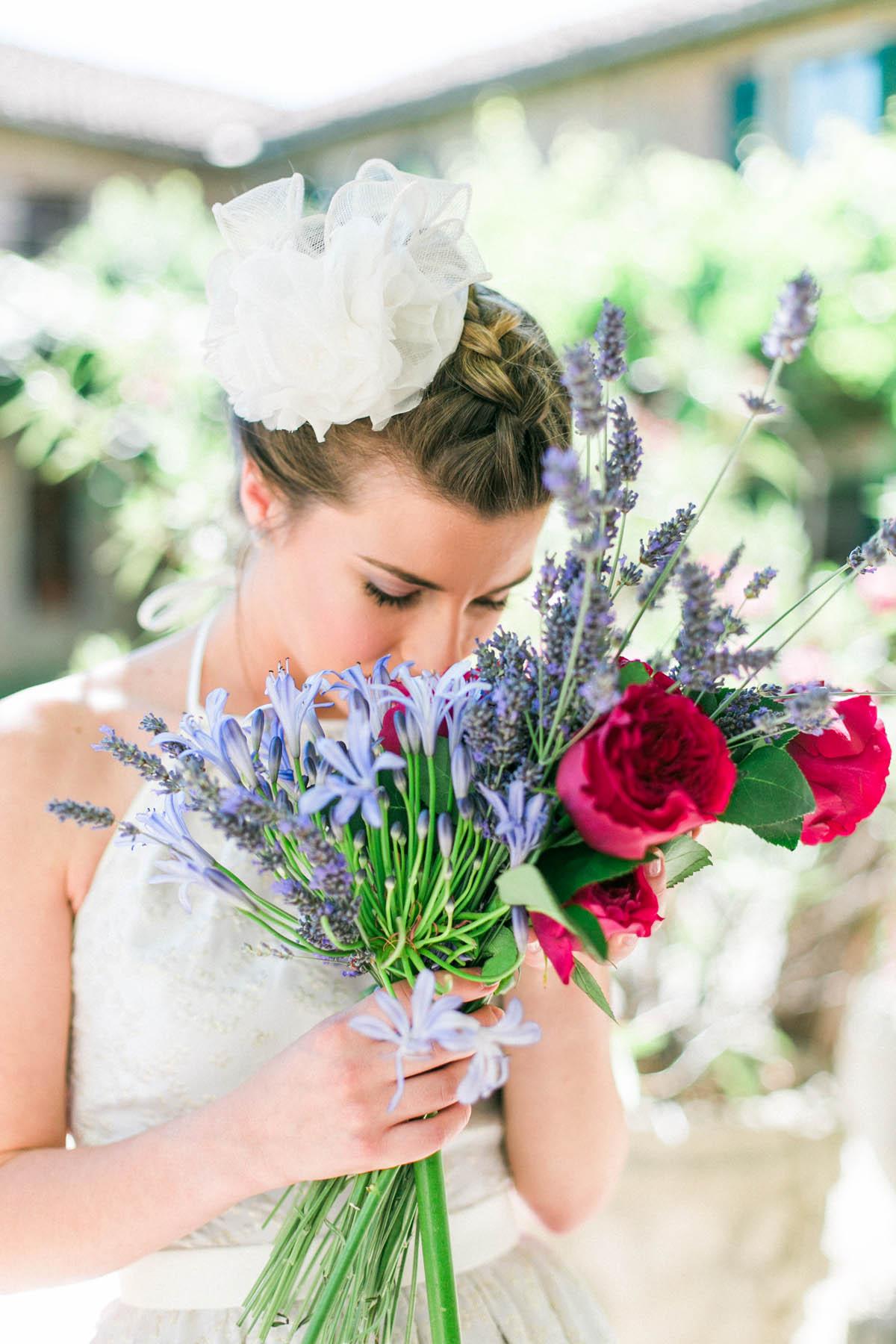 bouquet con rose da giardino e lavanda