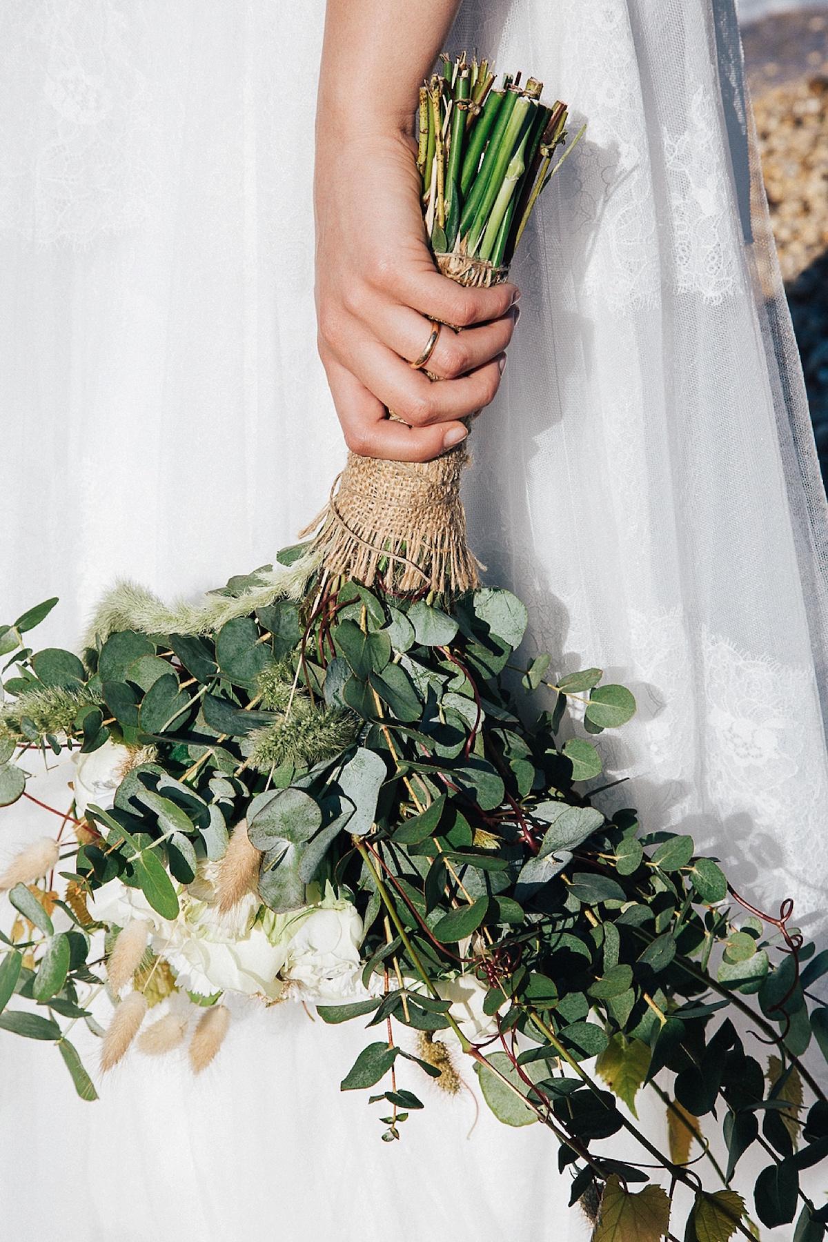 bouquet rustico con iuta e foliage
