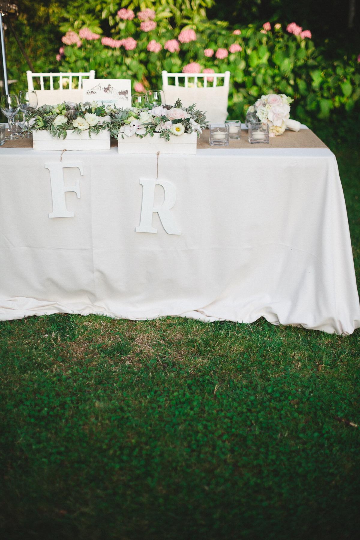 tavolo sposi con iniziali