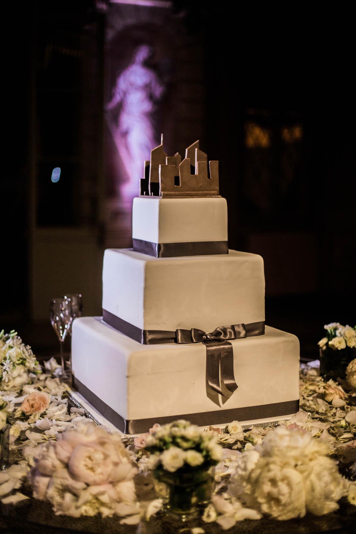 cake topper ispirato allo skyline di new york