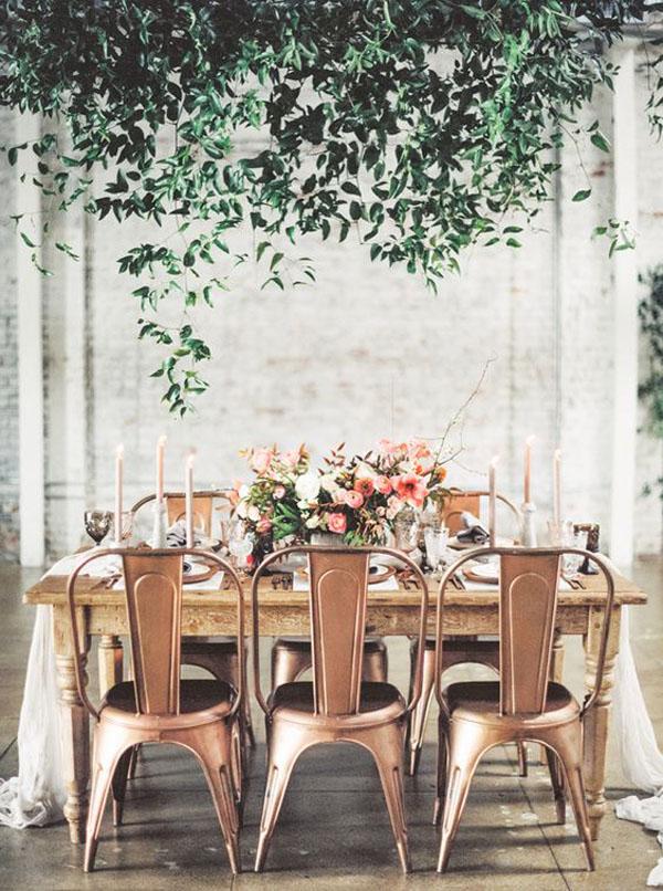 ricevimento matrimonio industriale con sedie rame