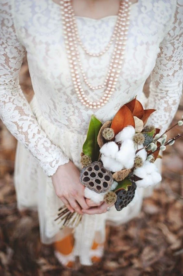abito da sposa in pizzo autunnale