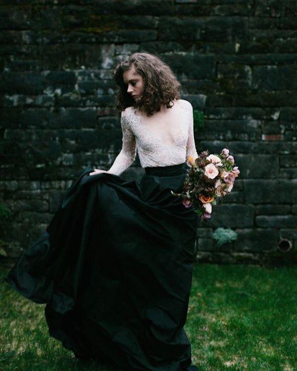 abito da sposa con gonna nera