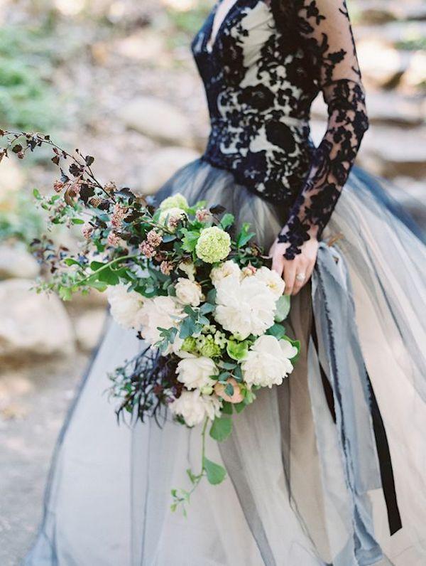 abito da sposa in pizzo nero