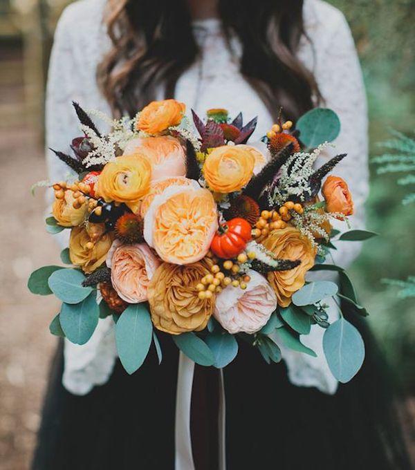 bouquet arancione con zucche per matrimonio ad halloween