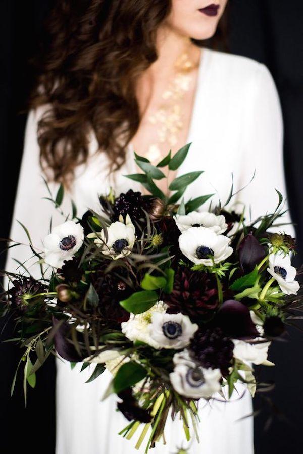 bouquet dark con anemoni, dalie e calle