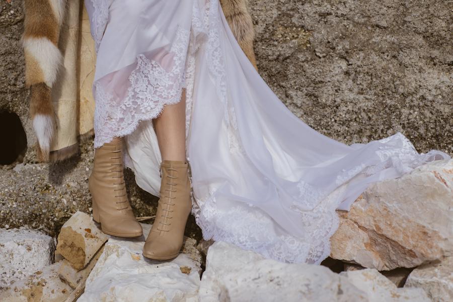 sposa d'inverno con stivaletti