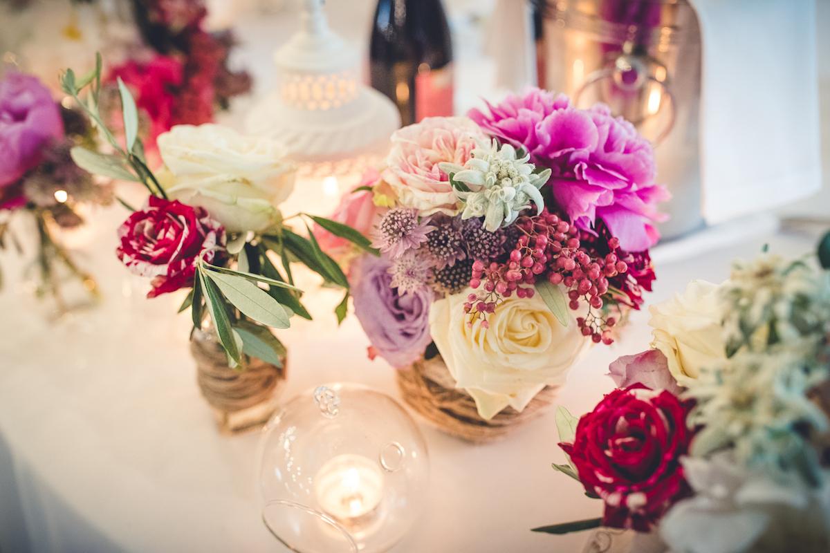 allestimento floreale rosa e magenta