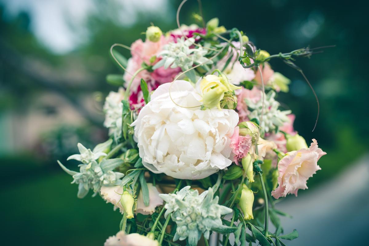 bouquet di peonie bianco, rosa e verde