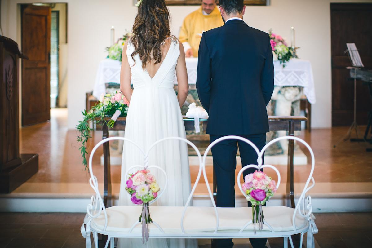 allestimento cerimonia romantico in rosa e verde