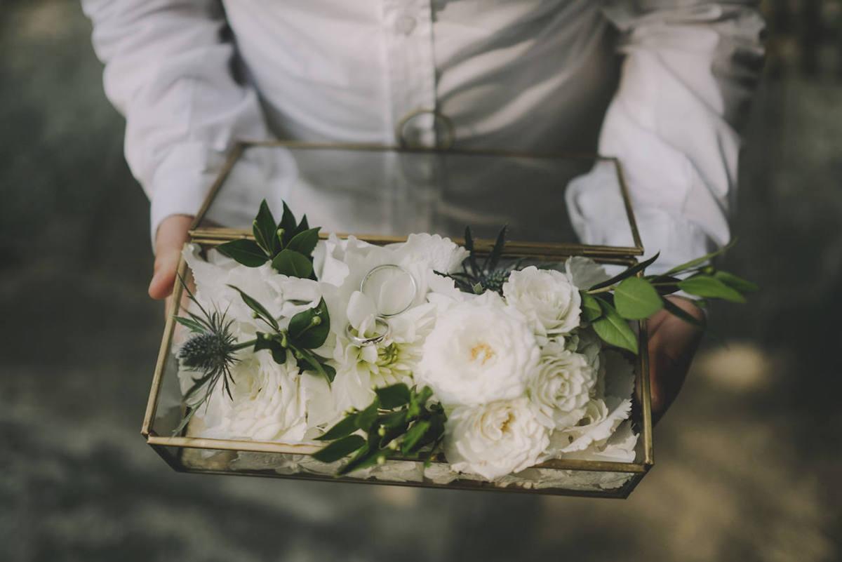 scatola in vetro e metallo porta anelli