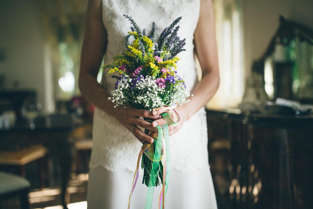 bouquet country con fiori di campo