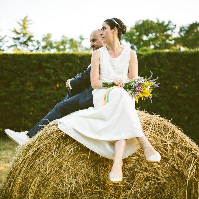 Un matrimonio country chic nel giardino di casa