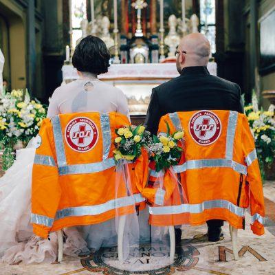 Un bouquet di fiori di carta per un matrimonio fatto a mano