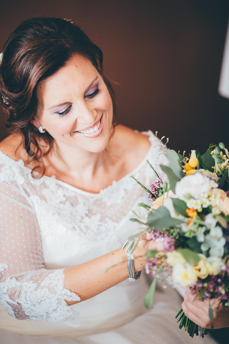 abito da sposa a pois con maniche a tre quarti