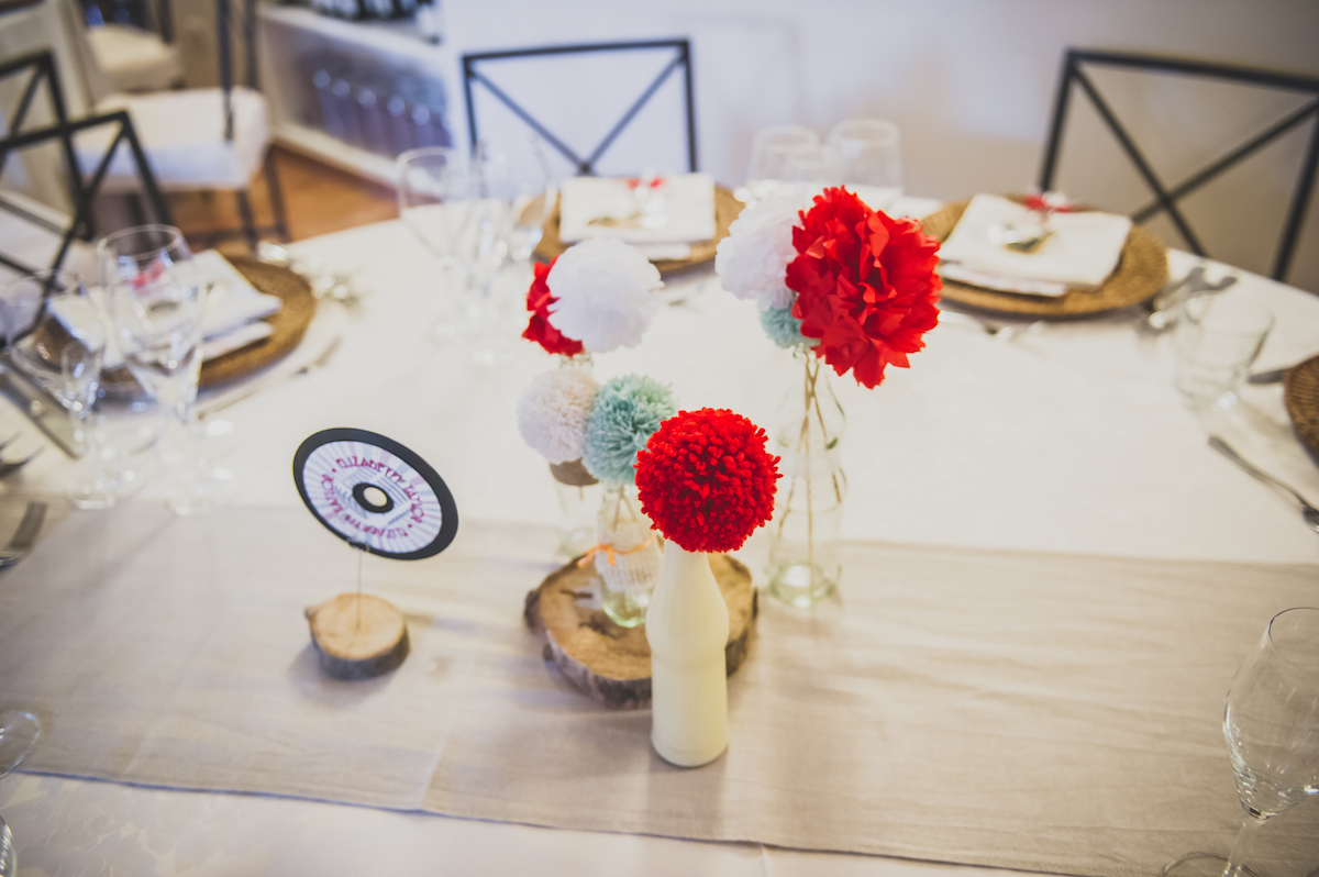 Matrimonio Tema Rockabilly : Pompon e fiori di carta per un matrimonio rockabilly