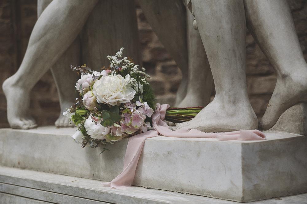 bouquet con peonie rosa e bianche