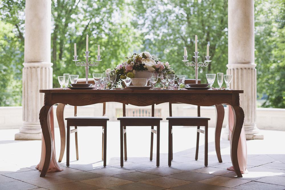 tavola matrimonio romantico in rosa