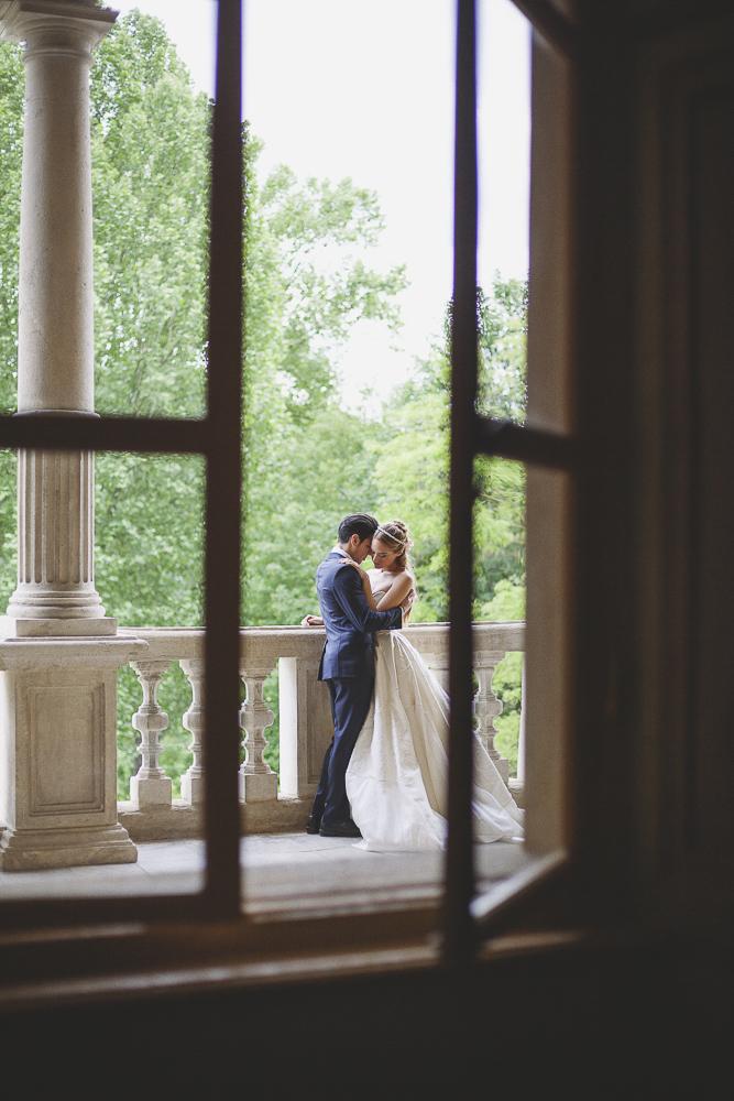 matrimonio romantico in bianco e rosa