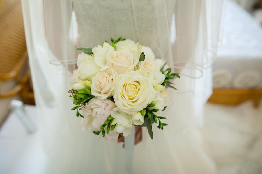 bouquet di rose e peonie avorio