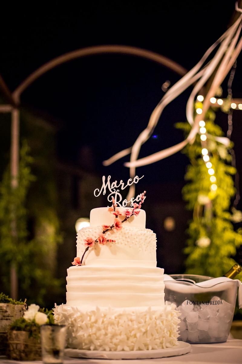 wedding cake con cake topper personalizzato