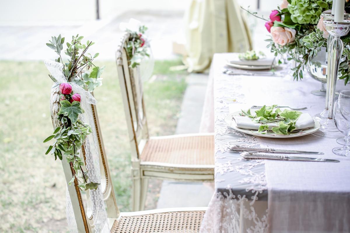 decorazione sedie matrimonio romantico