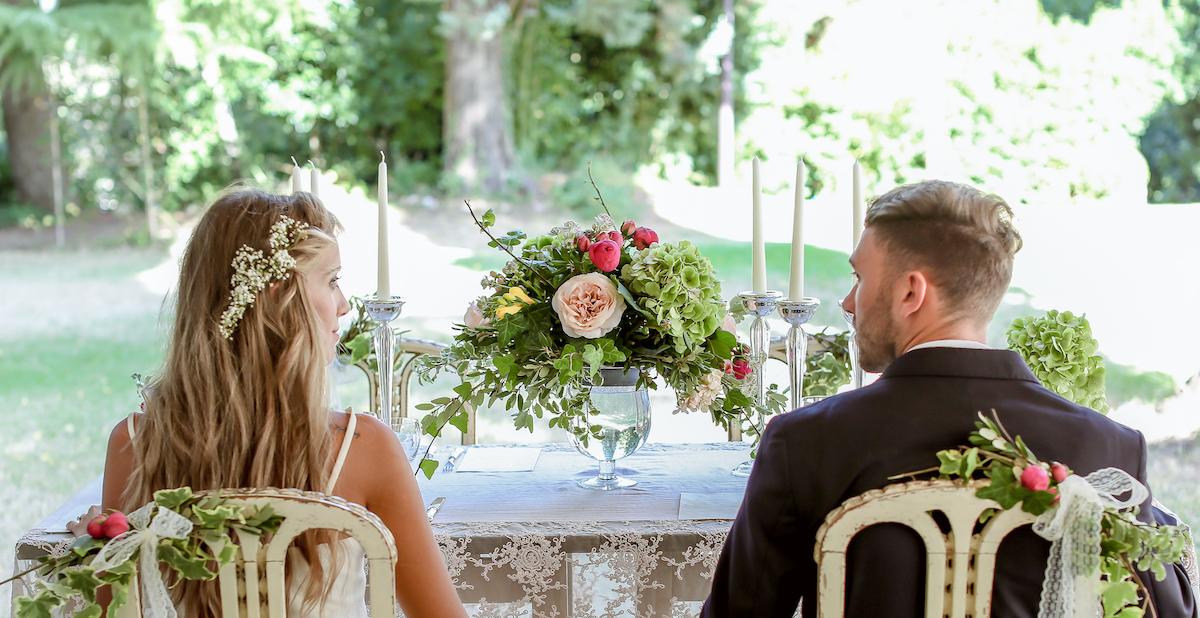 tavola matrimonio romantico e retrò