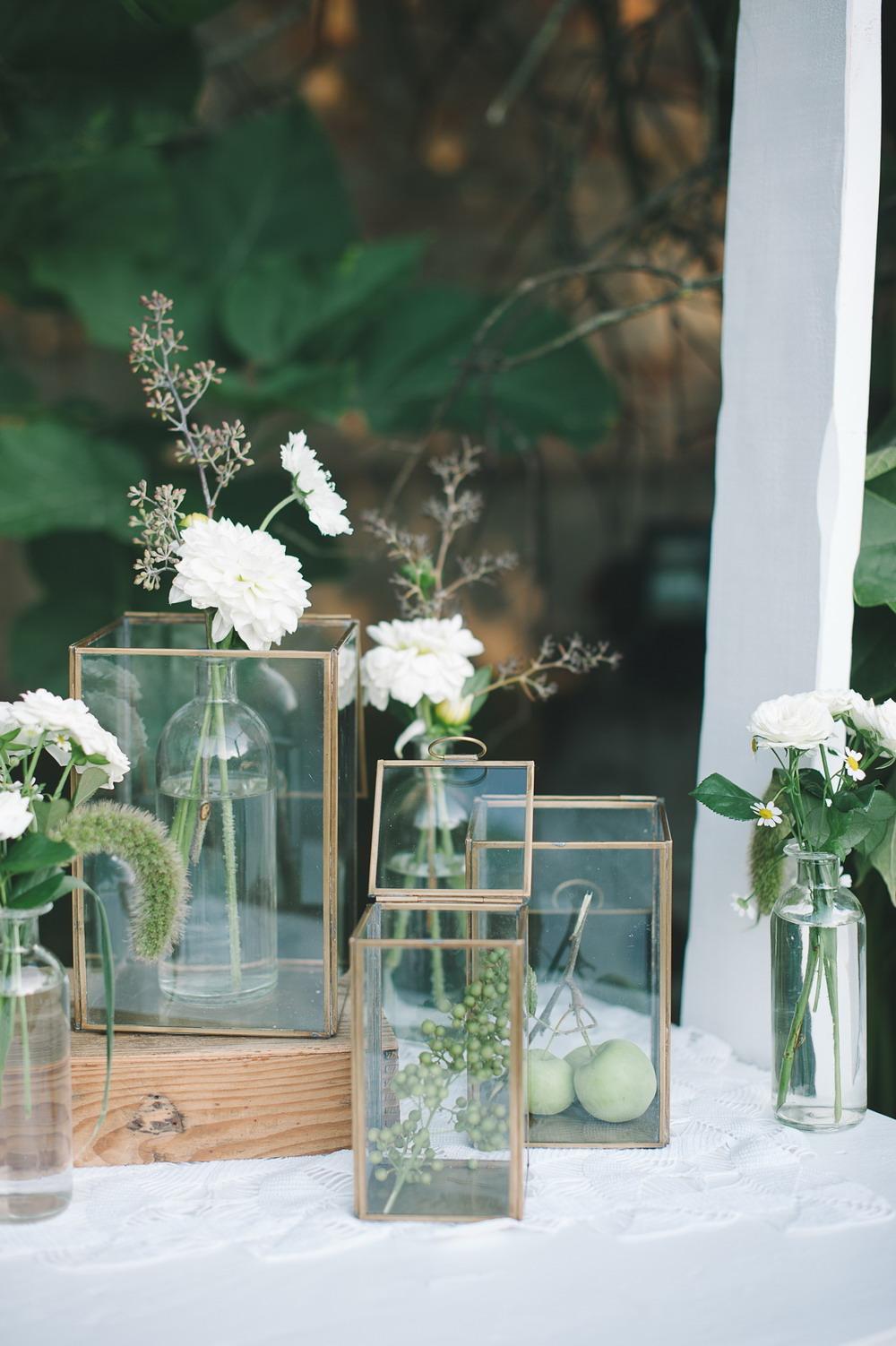 allestimento matrimonio con scatole in vetro e metallo