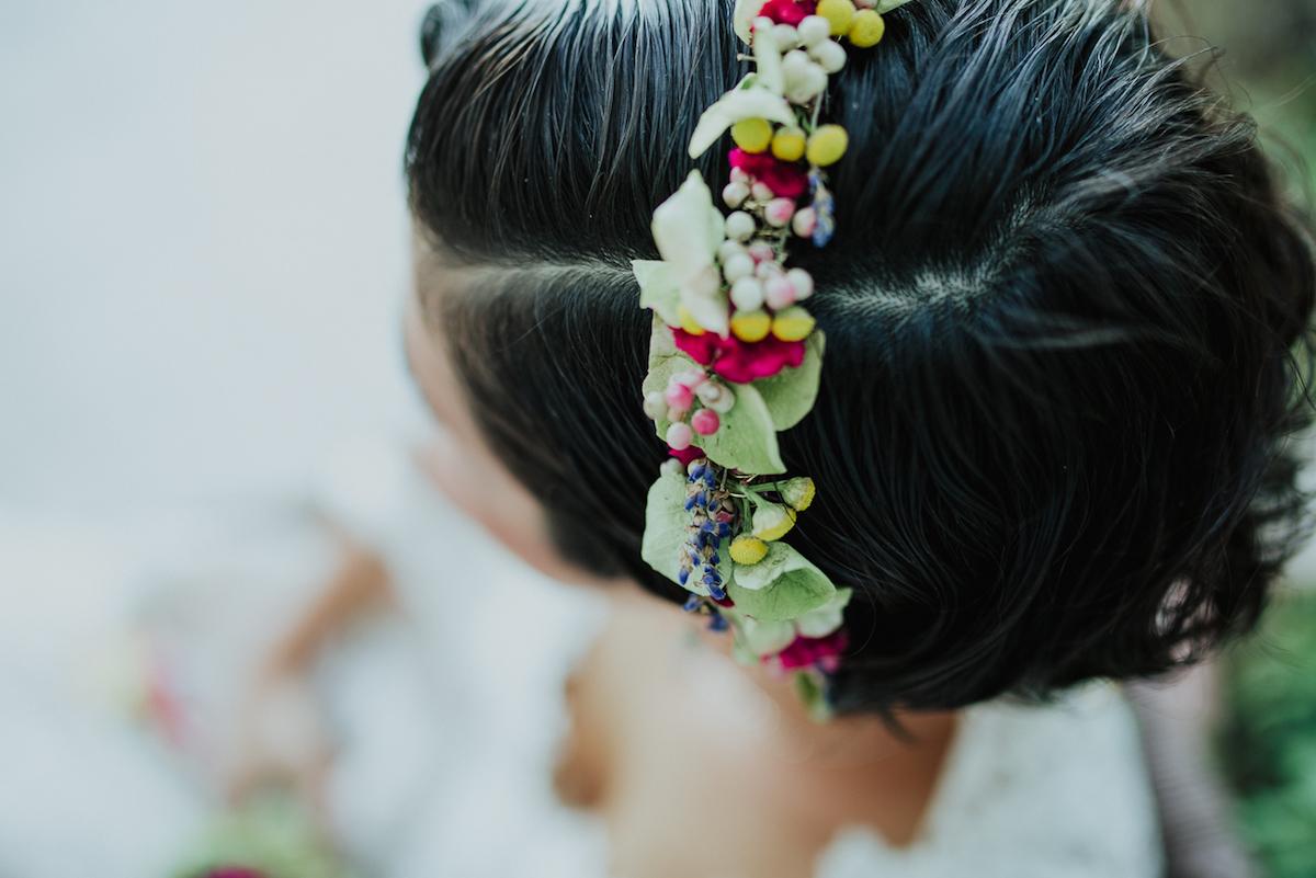 corona di fiori colorata
