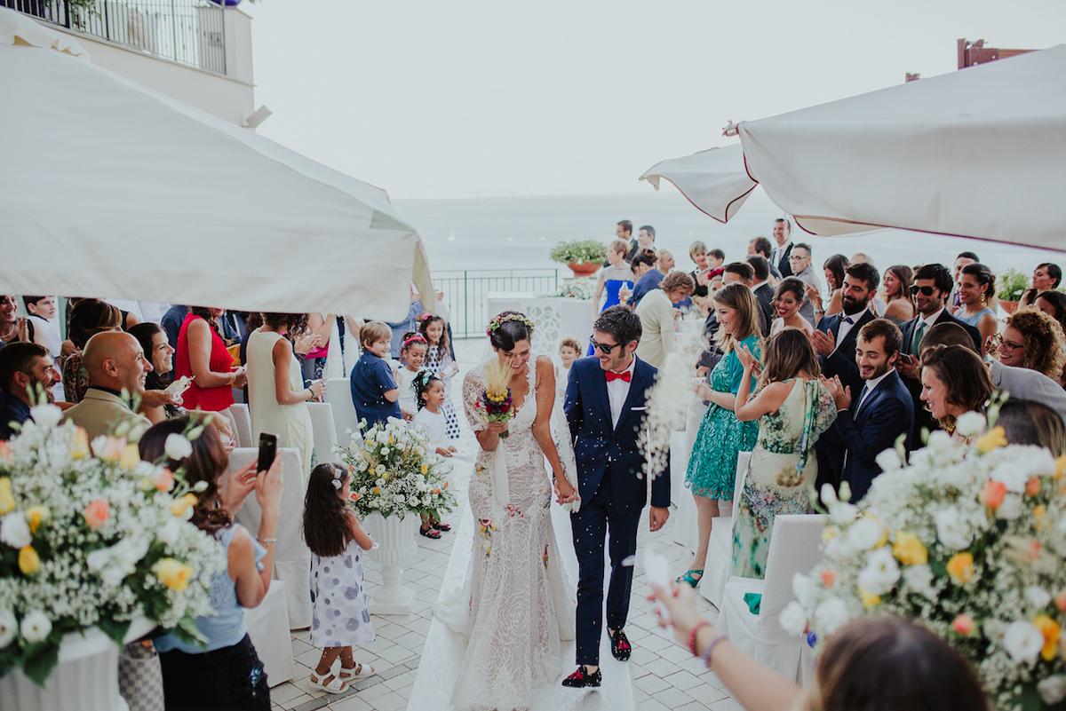 matrimonio colorato sul mare