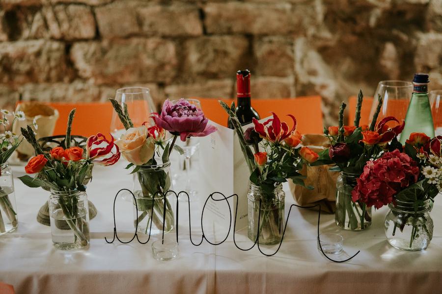 """scritta """"amour"""" in fil di ferro"""