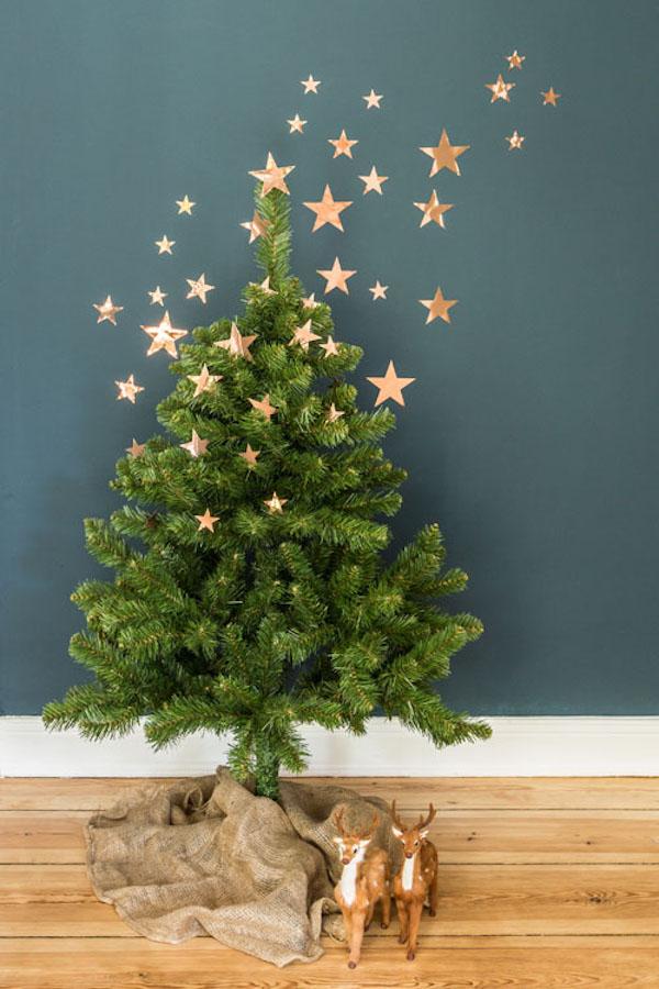 albero di natale minimalista con stelle