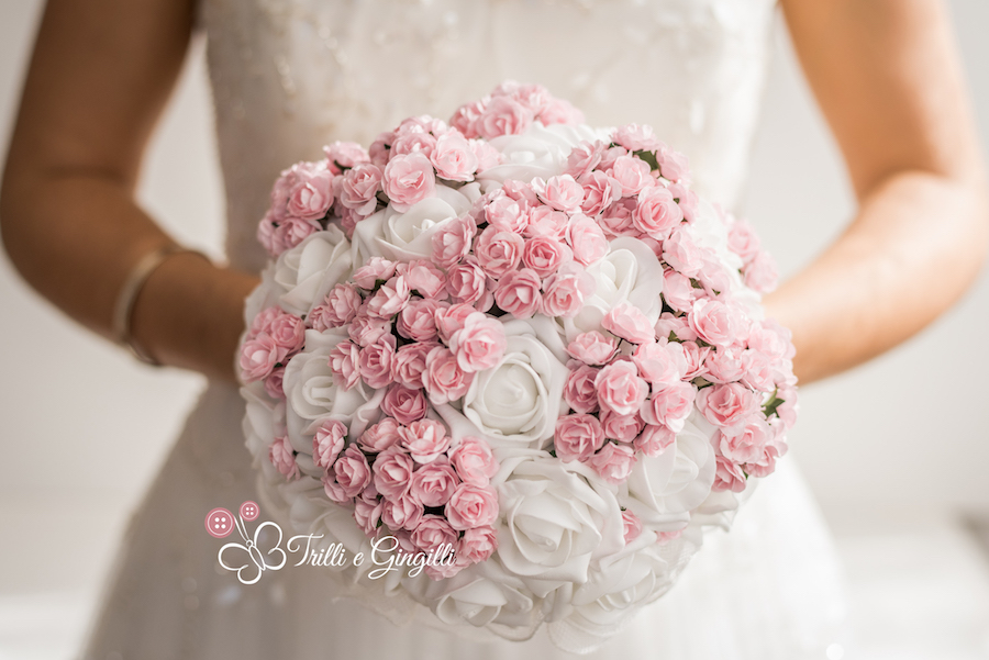 bouquet alternativo con rose - trilli e gingilli