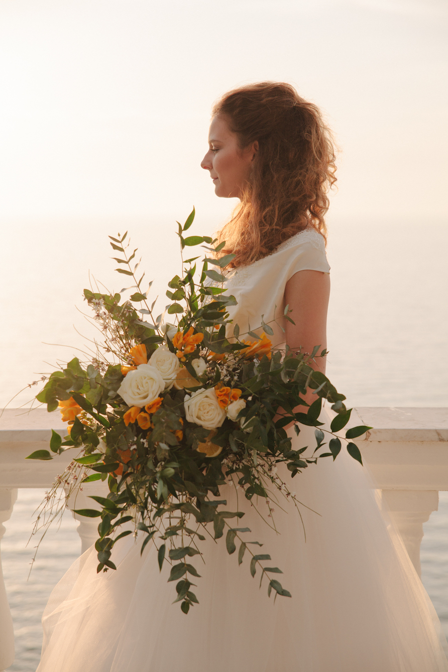 bouquet organico bianco e arancione