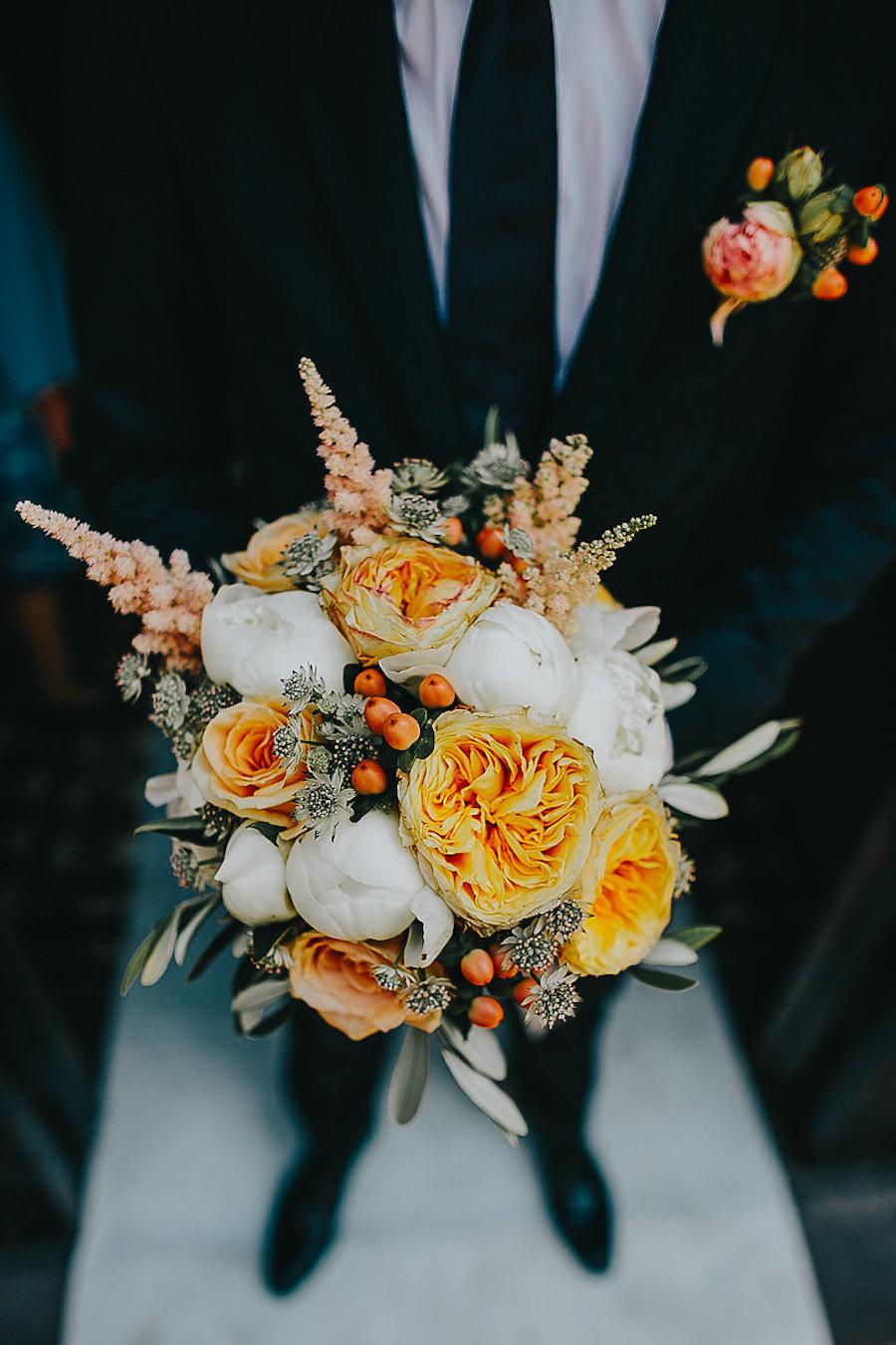 bouquet bianco, arancione e pesca