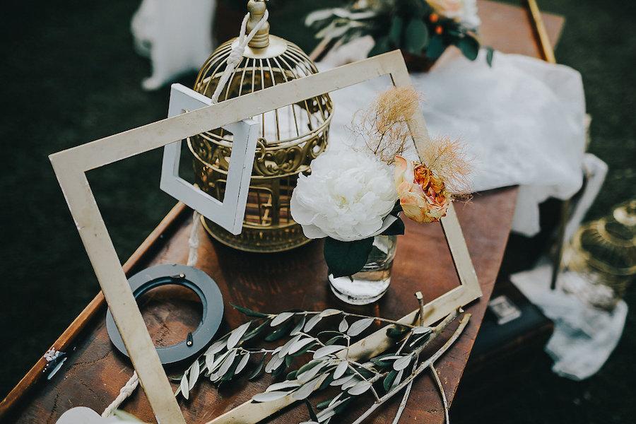 allestimento matrimonio con cornice e gabbietta