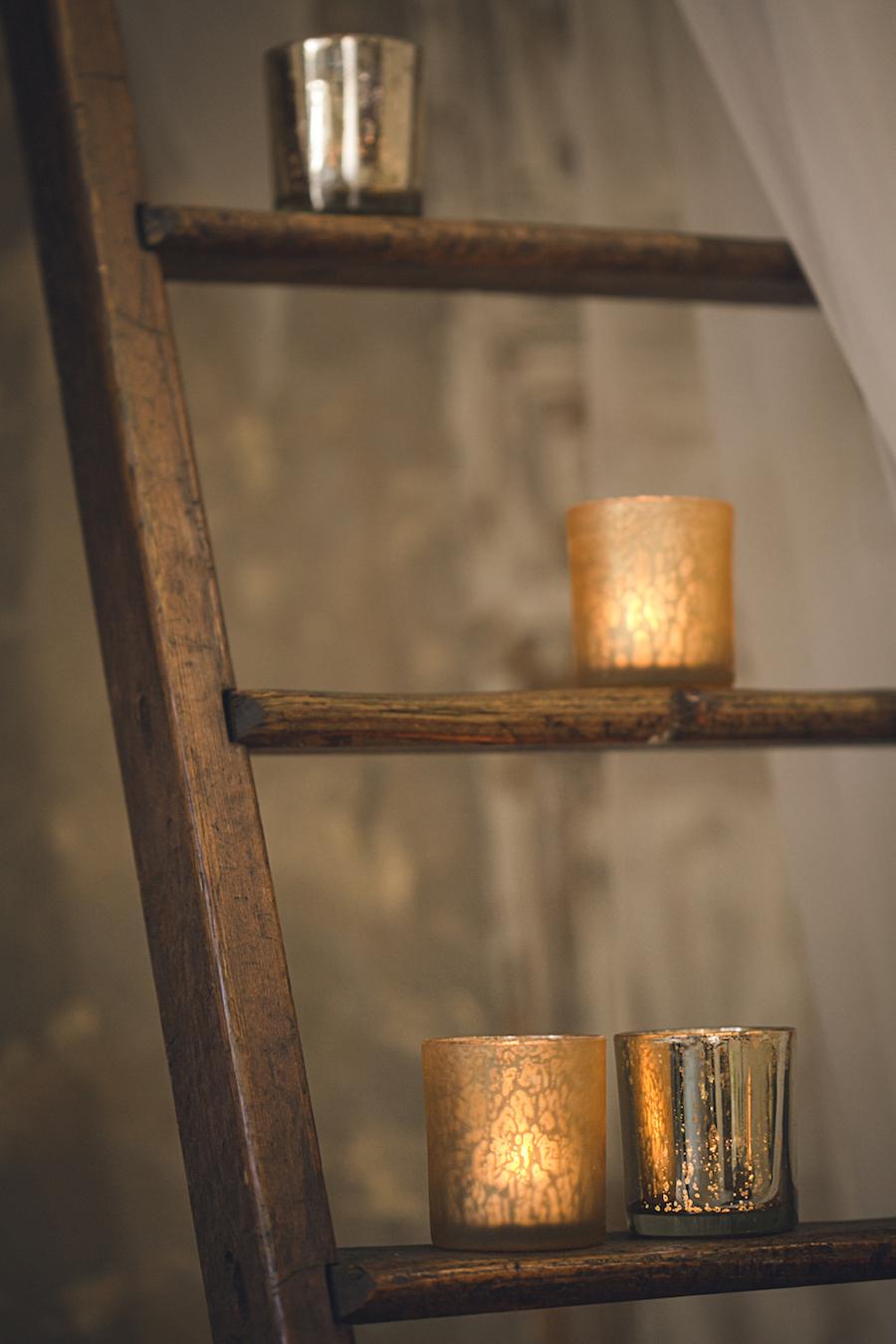 allestimento con scala vintage e candele
