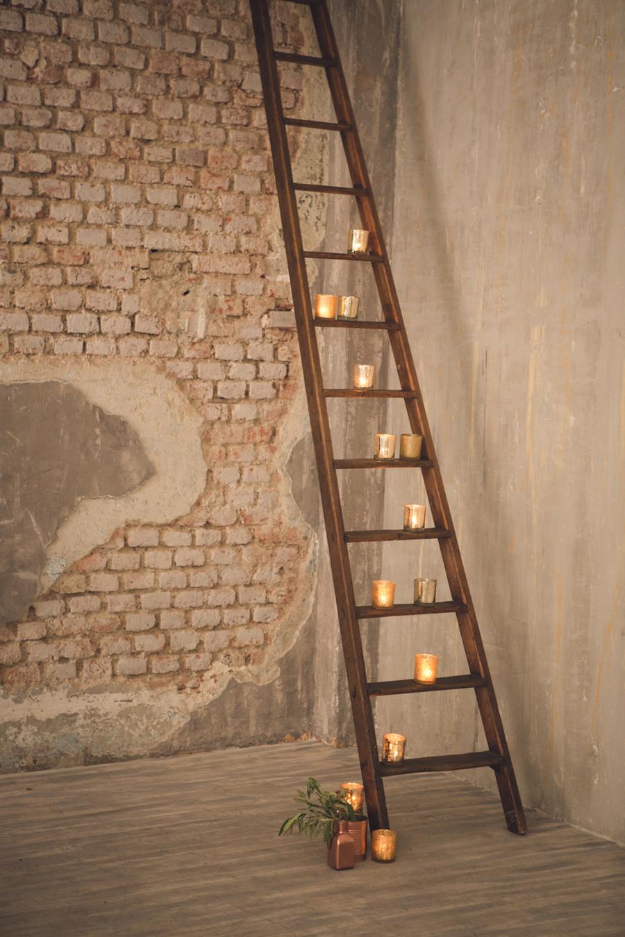 allestimento matrimonio industriale con scala e candele