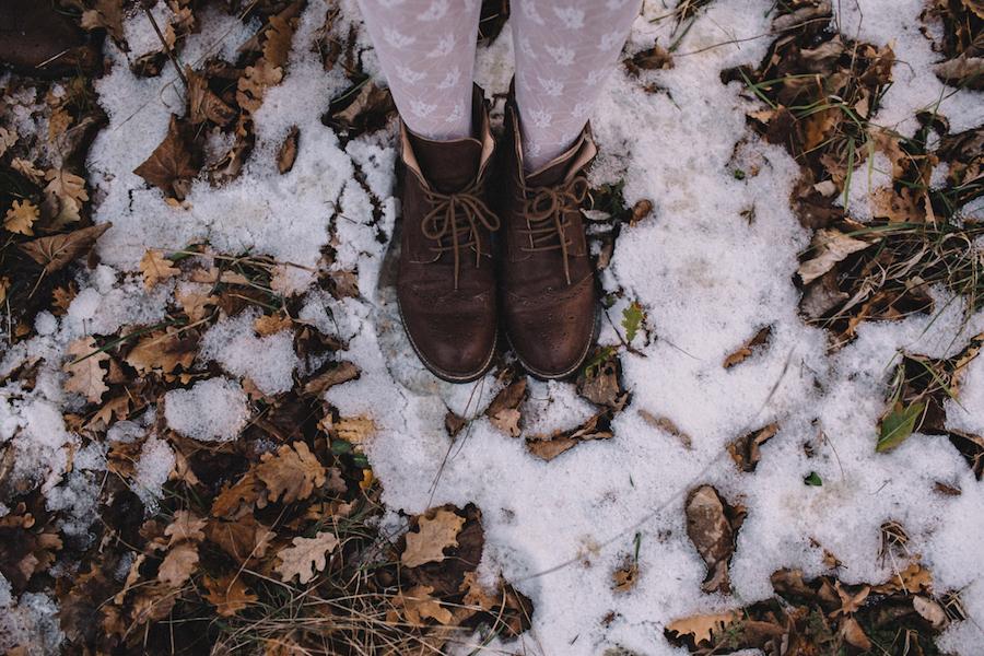 sposa invernale con collant e stivaletti