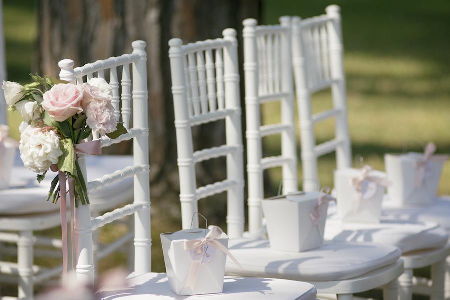 allestimento cerimonia all'aperto romantica