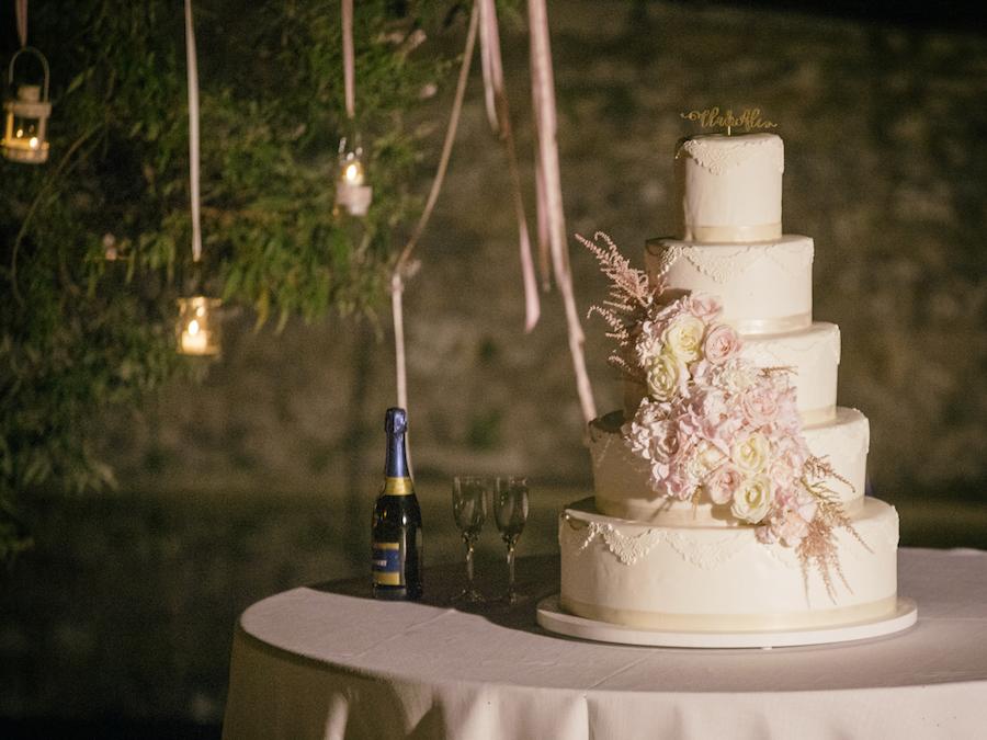 torta con decorazione floreale