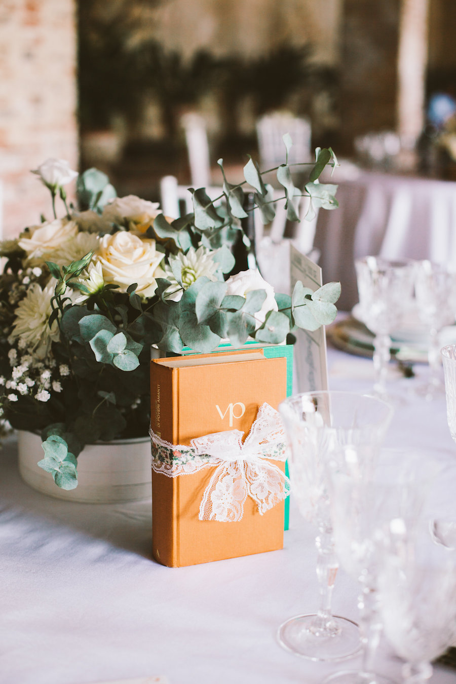 Matrimonio Tema Letterario : Un matrimonio vintage e letterario wedding wonderland