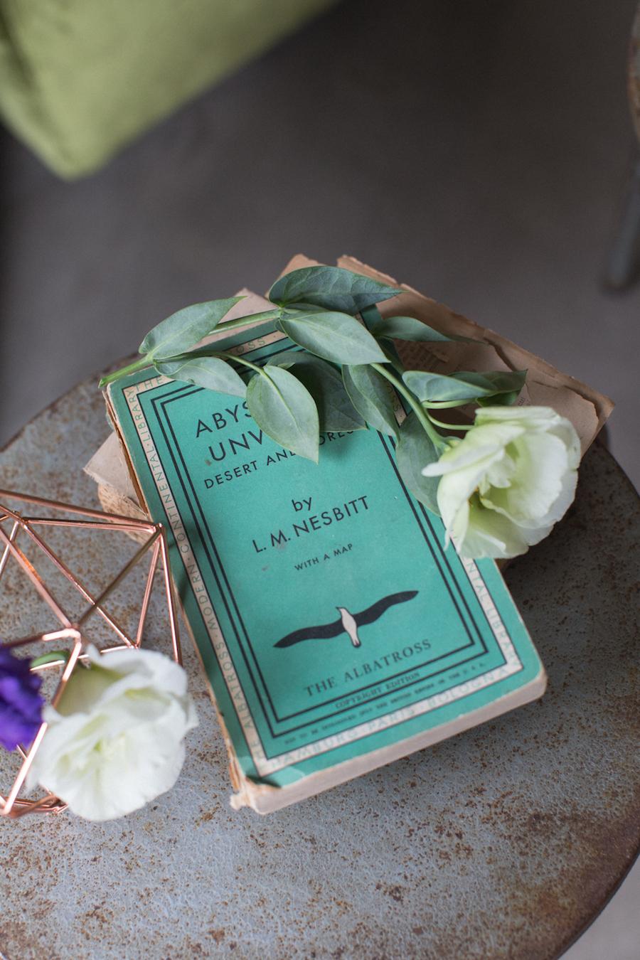 libri vintage e fiori