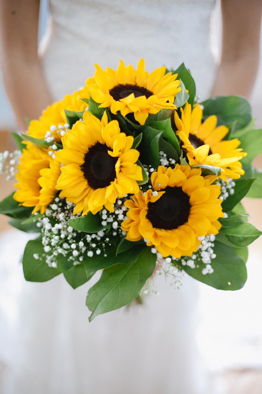 Matrimonio Coi Girasoli : Un giardino di girasoli come addobbo di nozze